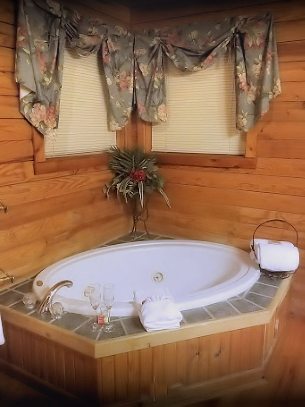 Whirlpool in a Suite at Crystal Cove Bed & Breakfast Branson, MO